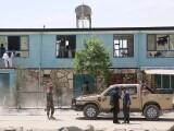 Unsprezece poliţişti ucişi în explozia unei bombe montate pe carosabil în Afganistan