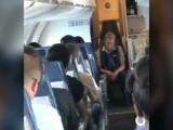 Ce a pățit o stewardesă, după ce s-a îmbătat în timpul zborului. Mărturia pasagerilor