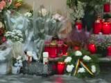 flori, lumânări