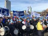 Sindicaliștii protestează în Piața Victoriei, nemulțumiți de trecerea contribuțiilor la angajat. FOTO