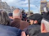 """Incidente în Piața Universității. Gelu Voican Voiculescu a fost lovit în cap: """"La pușcărie!"""""""