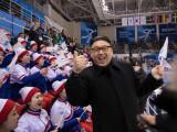 majorete nord-coreene si sosia lui Kim Jong-un
