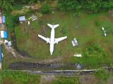 avion-misterios-abandonat-pe-un-c