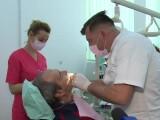 Cum apare boala parodontală. Recomandările medicilor stomatologi