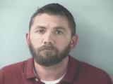 Un bărbat, acuzat, după ce le-a violat pe prietenele fiicei lui. Ce avea în calculator