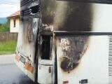 Autocar cu 37 de persoane la bord, între care 33 de copii, cuprins de flăcări, în Gorj