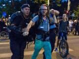 mesajul-transmis-de-jurnalistul-german-dupa-ce-a-fost-ridicat-de-jandarmi-oamenii-sunt-batuti