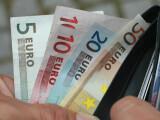 Finanțele lansează în premieră titluri de stat în euro. La ce dobândă vrea să se împrumute statul de la români