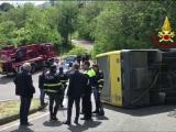 Șoferul român care s-a răsturnat cu un autobuz plin cu copii, prins de carabinieri