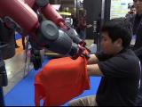 """Roboţi gândiţi să le poarte de grijă bătrânilor, """"vedetele"""" târgului de la Tokyo"""