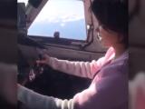 O tânără s-a filmat în timp ce pilota un avion de pasageri, fără să aibă licență de zbor