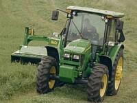Sfarsit cumplit: a murit strivita sub rotile unui tractor