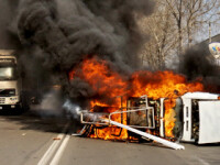 Incendiu in parcare! S-a ales praful de doua camioane