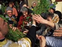 Mii de credinciosi au trecut pragul bisericii in Duminica Floriilor