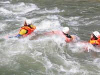 Distractie mortala de 1 mai. Doi tineri s-au inecat pe Valea Vaserului, in timp ce faceau rafting