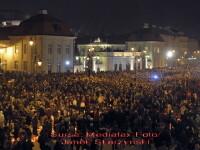 Noaptea plangerii! Altar de flori si lumanari in memoria liderilor polonezi