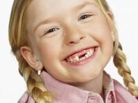 Vizita la dentist, obligatorie si pentru cei mici de doua ori pe an