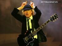 Iata legatura dintre rockerii de la AC/DC si Parlamentul Romaniei: banii!