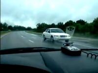 VIDEO. Un sofer merge cu 80 km/h cu spatele, pe autostrada