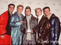 CELE MAI AMUZANTE costume purtate de trupele pop in anii 90