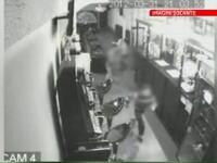 VIDEO. Angajata unui bar, injunghiata de doi copii, pentru ca nu i-a lasat sa bea si sa fumeze