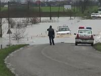 Cativa centimetri separa nivelul Dunarii de cota de inundatie. Solutia de compromis a autoritatilor