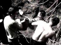 Curajul urias al unui tanar de 14 ani l-a transformat in erou.Cum a salvat un copil cazut in fantana