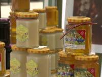 Ajutoare alimentare. Persoanele defavorizate din Alba vor primi miere de albine