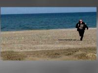 Ultimele imagini cu tanarul disparut in Marea Neagra. Prietenii l-au pozat chiar in momentul in care a intrat in apa