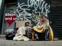 EXPERIMENT SOCIAL. Oameni deghizati in cersetori sunt ignorati de proprii parinti sau frati, pe strada. VIDEO