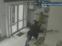 CAMERA DE SUPRAVEGHERE. A furat trei tablouri dintr-o crama si a fost prins. Ce a facut dupa este inexplicabil