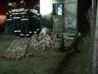 O improvizatie facuta acasa aproape l-a costat viata pe un barbat din Hunedoara. Butelia a explodat cu el in locuinta