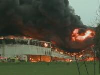 Incendiu urias la un complex de cladiri din Louisville, SUA.