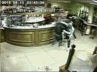 Doi romani au fost arestati in nordul Italiei, dupa ce l-au batut cu salbaticie pe proprietarul unui bar