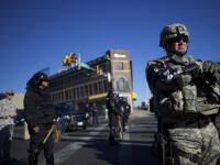 Stare de urgenta in orasul american Baltimore. Peste 200 de persoane au fost arestate in timpul ciocnirilor cu politistii