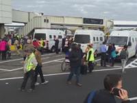 Aeroportul din Bruxelles s-a redeschis, la 12 zile de la atentat. Angajatii au aplaudat decolarea primului avion