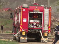 O masina parcata pe o strada din Focsani a explodat. Incendiul ar fi fost provocat