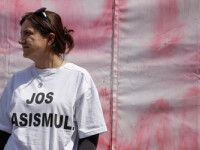 Reactie internationala la mesajele rasiste scrise pe un cort din Bucuresti. Avertismentul Bancii Mondiale privind romii