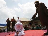 O femeie din Indonezia, supusa la chinuri groaznice pentru ca a vandut alcool. Cum a fost pedepsita in fata a sute de oameni