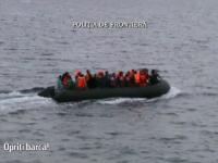 Momentul in care politistii de frontiera romani, aflati in misiune in Marea Egee, salveaza o barca plina de refugiati. VIDEO