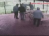 Doi barbati s-au luat la bataie pe terasa unui local din Dej. Cateva oi au reprezentat marul discordiei