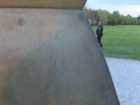 Coloana Infinitului, vandalizata din nou. O fata de 17 ani si-a scrijelit numele, cu politistii la cativa metri de ea