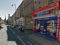 Barbat din Marea Britanie, injunghiat in plina strada de un grup de adolescenti. Ce au surprins camerele de supraveghere