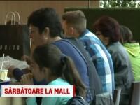 Mall-urile din Bucuresti au fost pline in a doua zi de Paste. Dupa carnea de miel, romanii au
