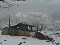 Trei frati cu varste intre 7 si 9 ani au murit dupa ce casa le-a luat foc. Unde erau parintii in acel moment