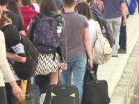 500 de studenti si elevi au pornit spre litoral.
