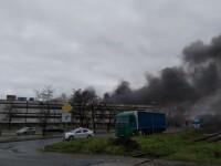 Incendiu puternic la o fabrică de componente auto din Oradea. Zona acoperită de fum dens