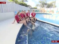 Momentul în care un reporter BBC cade în piscină în timpul unui interviu. VIDEO