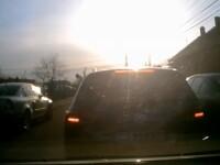 Ce a pățit un șofer care a încercat să depășească o coloană de mașini. VIDEO