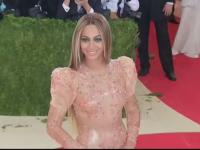 Beyonce va dona 100.000 de dolari pentru patru studenți de culoare